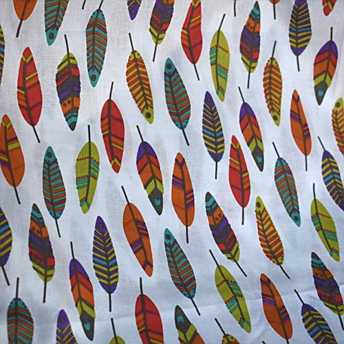 Bawełna - kolorowe piórka na białym tle