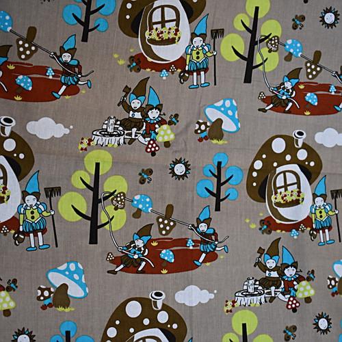 Bawełna - krasnale na brązowym tle