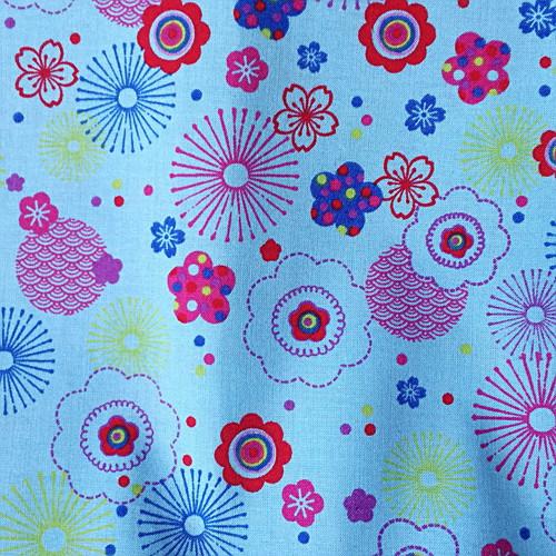 Bawełna - kwiaty na niebiskiem tle