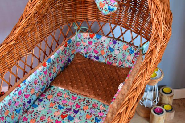 Płaska poduszeczka dla niemowlaka Beauty Hen Piękne Kury