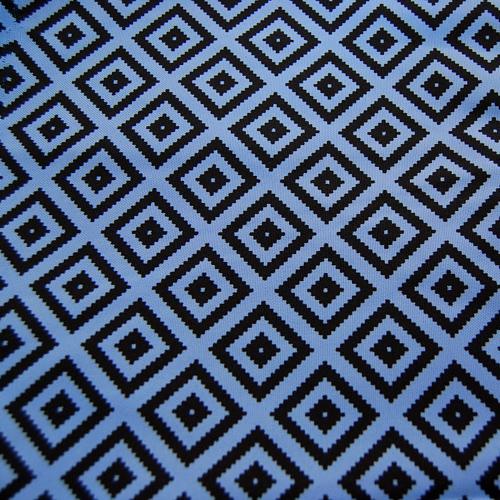 Poliester - Czarne znaczki na niebieskim tle
