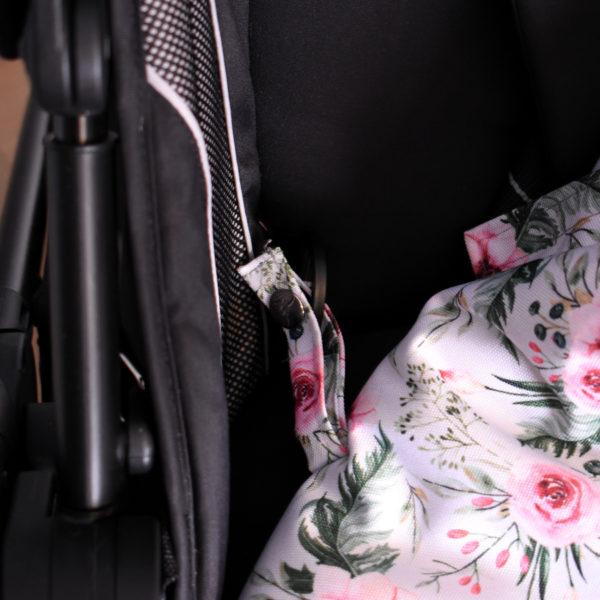 śpiwór do wózka spacerowego in garden
